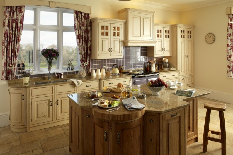 traditional kitchen 15 795x530